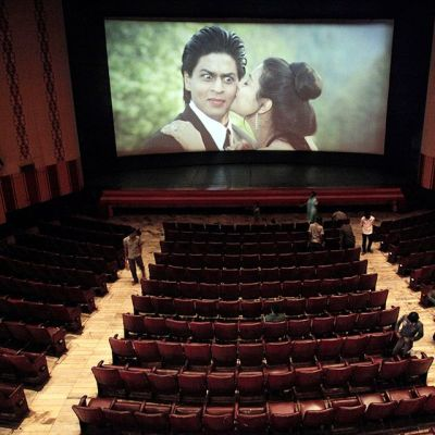 Dilwale Dulhania Le Jayenge -elokuva pyörii Maratha Mandir -elokuvateatterissa Mumbaissa. Kuva on otettu huhtikuussa 2013.
