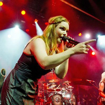 Anette Olzon Nightwishin kanssa  Montreuxissa, Sveitsissä heinäkuussa 2012.