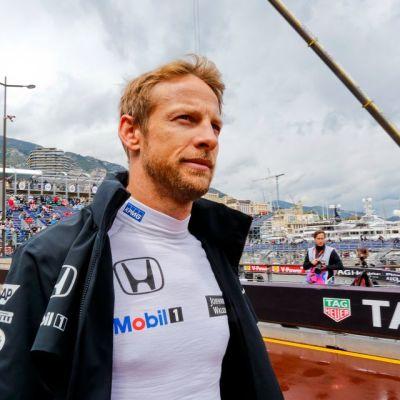 Jenson Button ei tepastellut tyytyväisenä Monacossa.