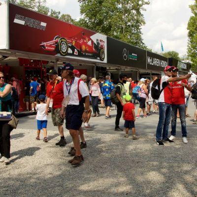 Ferrarifaneja Monzassa.