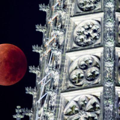 kuu taivaalla