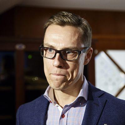 Kokoomuksen puheenjohtaja, valtiovarainministeri Alexander Stubb Kokoomuksen puoluehallituksen kokouksessa Helsingissä 5. joulukuuta.