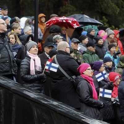 Itsenäisyyspäivän valtakunnallista paraatia seurattiin Yliopistokadulla Jyväskylässä sunnuntaina 6. joulukuuta.