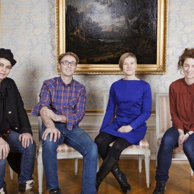 Ryhmäkuva neljästä taiteilijasta