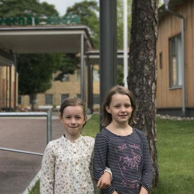 Bästa vännerna Armi Rundqvist (t v) och  Alicja Sandholm (t h)