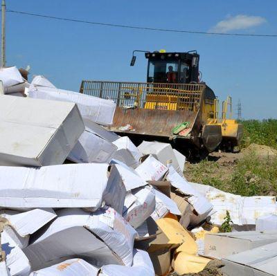 Tonvis med västerländsk ost förstördes i Belgorod i Ryssland den 6 augusti 2015.