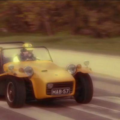 Kuvassa keltainen Lotus Seven.