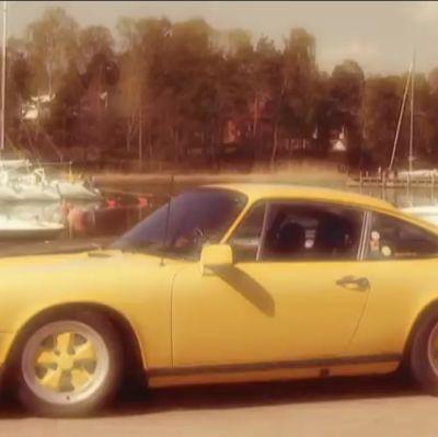 Kuvassa keltainen Porsche 911.