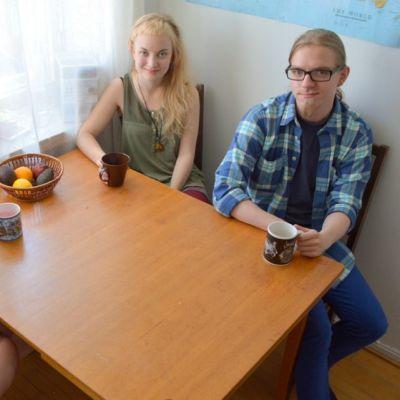 Tanja Lämsä (vas.), Nelli Tapaninen ja Veka Kauhanen asuvat kimppakämpässä