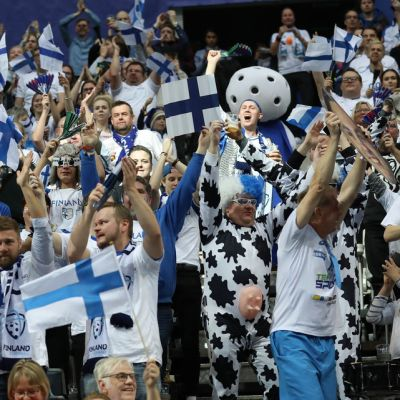Suomen kannattajat Prahan MM-kisoissa 2018.