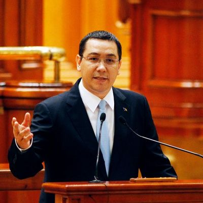 Victor Ponta Romanian parlamentissa Bukarestissa.