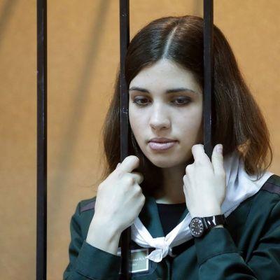 Punkperformanssiryhmä Pussy Riotin jäsen Nadežda Tolokonnikova oikeudessa huhtikuussa 2013.