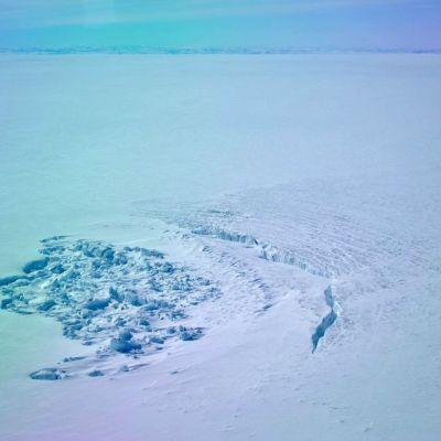 Jäätikön alainen järvi Grönlannissa.
