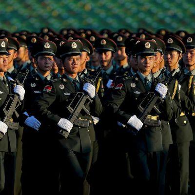 Paraatissa marssi noin 12 000 Kiinan Kansan vapautusarmeijan sotilasta.