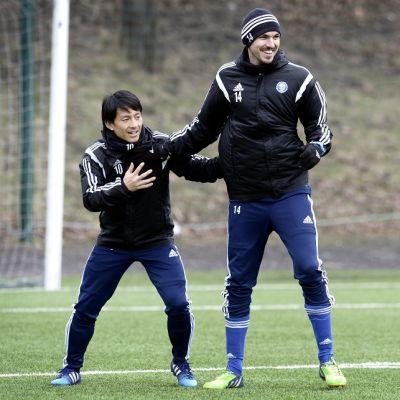 HJK:n Atomu Tanaka ja Mike Havenaar.