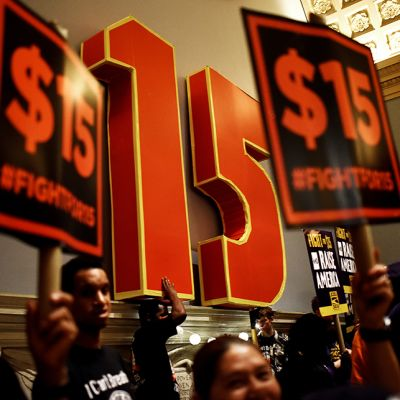 New Yorkissa osoitettiin mieltä minimipalkan nostamisen puolesta kesäkussa 2015.