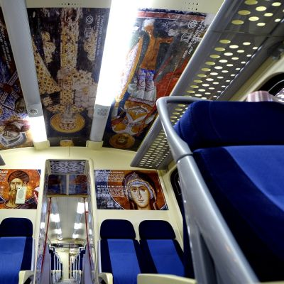 juna jossa ikoneita