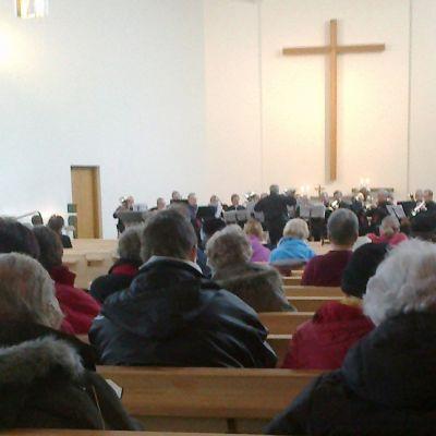 Virsimaratonin osallistujia Lahden Ristinkirkossa