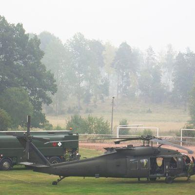 Ruotsin puolustusvoimien Blackhawk-sotilashelikopteri. Kuva on elokuulta 2014.