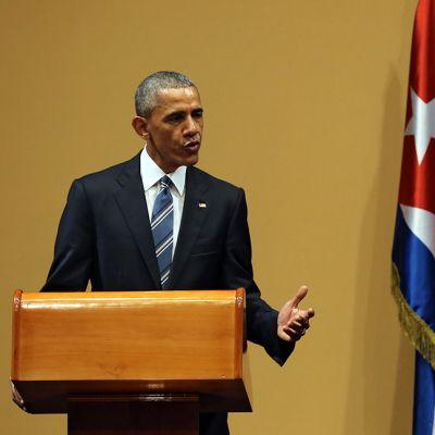 Yhdysvaltain presidentti Barack Obama ja Kuuban presidentti Raul Castro