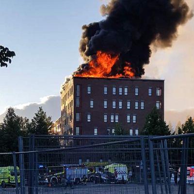 Tulipalo kerrostalossa Palokan Ilona -seniorikohteessa Jyväskylässä 10. heinäkuuta.
