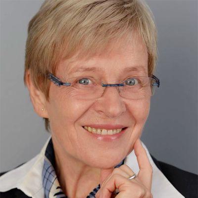 Kääntäjä Angela Plöger.