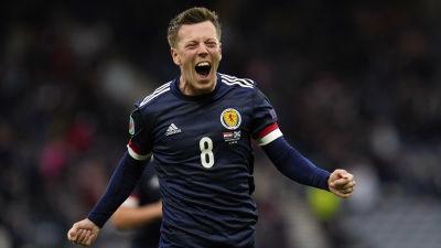 Callum McGregor jublar efter att ha gjort första målet för Skottland.