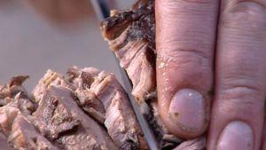Långkokt kött blir saftigt och gott.