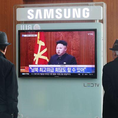 Etelä-korealaiset seurasivat Pohjois-Korean johtajan Kim Jong-unin televisoitua uuden vuoden puhetta.