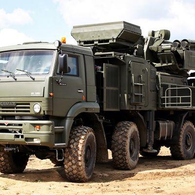 Venäläinen kuorma-auton alustalle asennettuPantsir S1 (NATOn koodi SA-22) ilmatorjuntaohjusjärjestelmä.