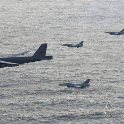 Norjalaisia F-16 koneita ja amerikkalaisia b 52-koneita.