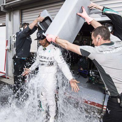 Mercedes-AMG:n brittikuljettaja Lewis Hamilton ennen Belgian formula-ajoja 22. elokuuta.