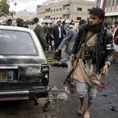 Näkymä Sanaan kesksutassa Jemenissä pommi-iskun jälkeen 9. lokakuuta.