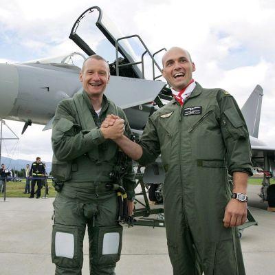 kaksi lentäjää ja Eurofighter