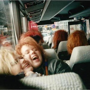 iloiset punkkaritytöt