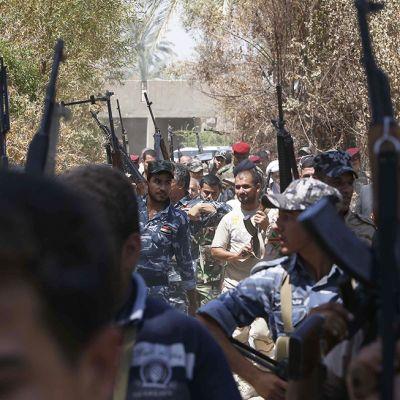 Abbas-joukkueen irakilaissotilaat kokoontuivat Jurf al Sakhrissa, 60 km Bagdadista lounaiseen, 10. elokuuta.