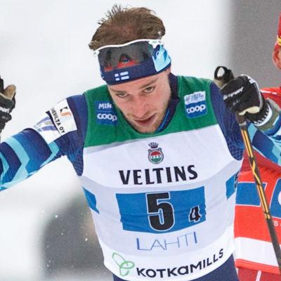 Joni Mäki åker stafett och blir slagen av Bolsjunov.