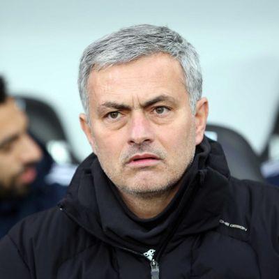 Jose Mourinho epäuskoisena