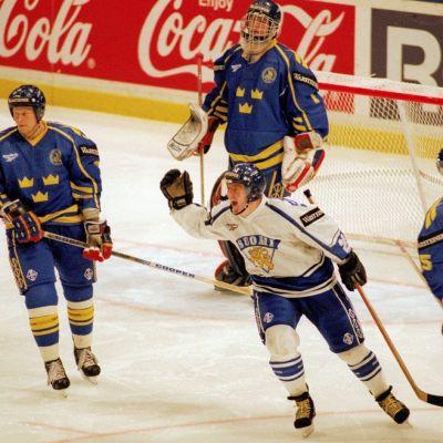 Suomi ja Ruotsi kaukalossa