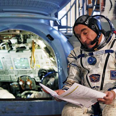 Kosmonautti Alexander Skvortsov koulutusleirillä.