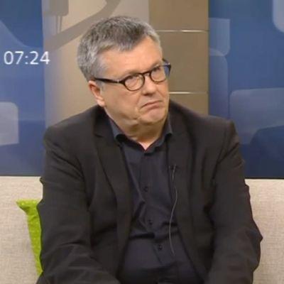 Professori Ari Salminen haastattelussa