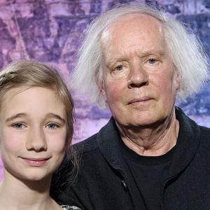 """Estrid Airas träffar bl.a. författaren Ulf Stark i """"Estrids bokklubb""""."""