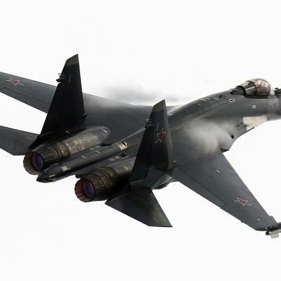 Su-35 MAKS-2013 -ilmailunäytöksessä Venäjällä elokussa 2013.