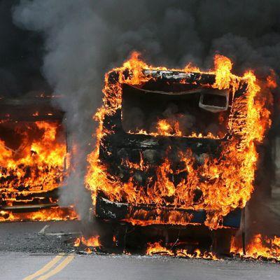 Bussit tulessa Brasiliassa.