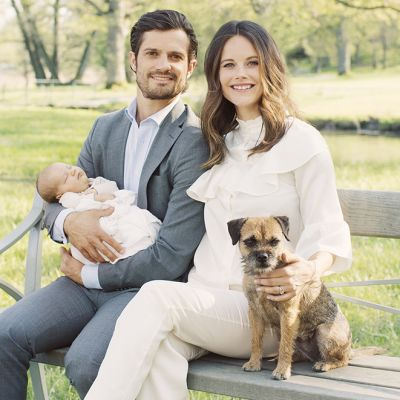 Prinssi Carl Philip ja prinsessa Sofia pienokaisensa Alexanderin kanssa.
