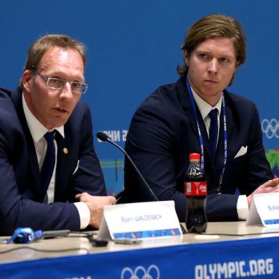 Nicklas Bäckström (oik.) antoi positiivisen dopingnäytteen Sotshin olympiakisoissa. Kuvassa myös Ruotsin joukkueen lääkäri Björn Waldeback.