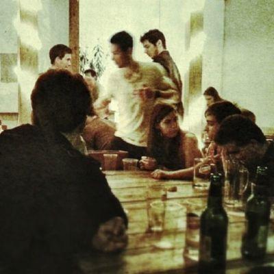 Nuoria ravintolassa Budapestissa.
