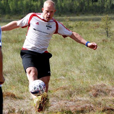 Pikaluistelija Pekka Koskela taistelee myös suopotkupalloilun maailmanmestaruudesta.