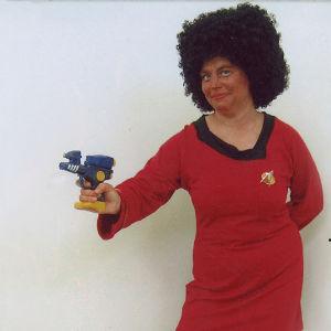 Taina Myllyharju pukeutuneena viestintäupseeri Uhuraksi.