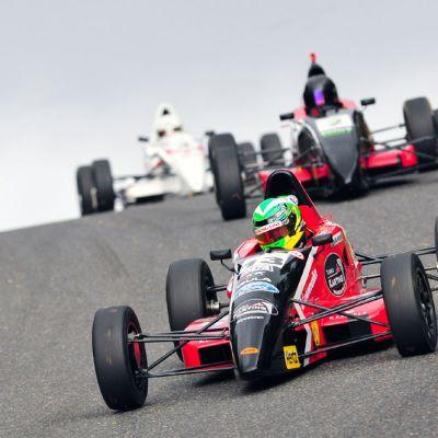Jesse Anttila ajaa Formula Ford -luokassa.